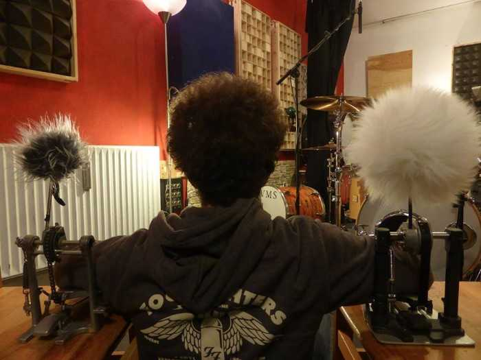 Who has the nicest `fro behind the Kit?
