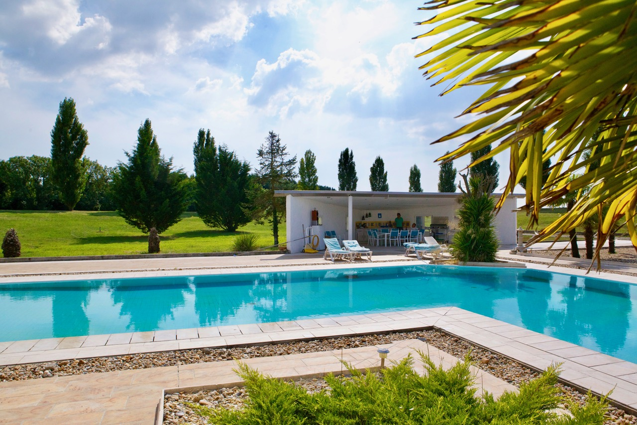 Landgut_ Frankreich_pool_Tusculumjpeg