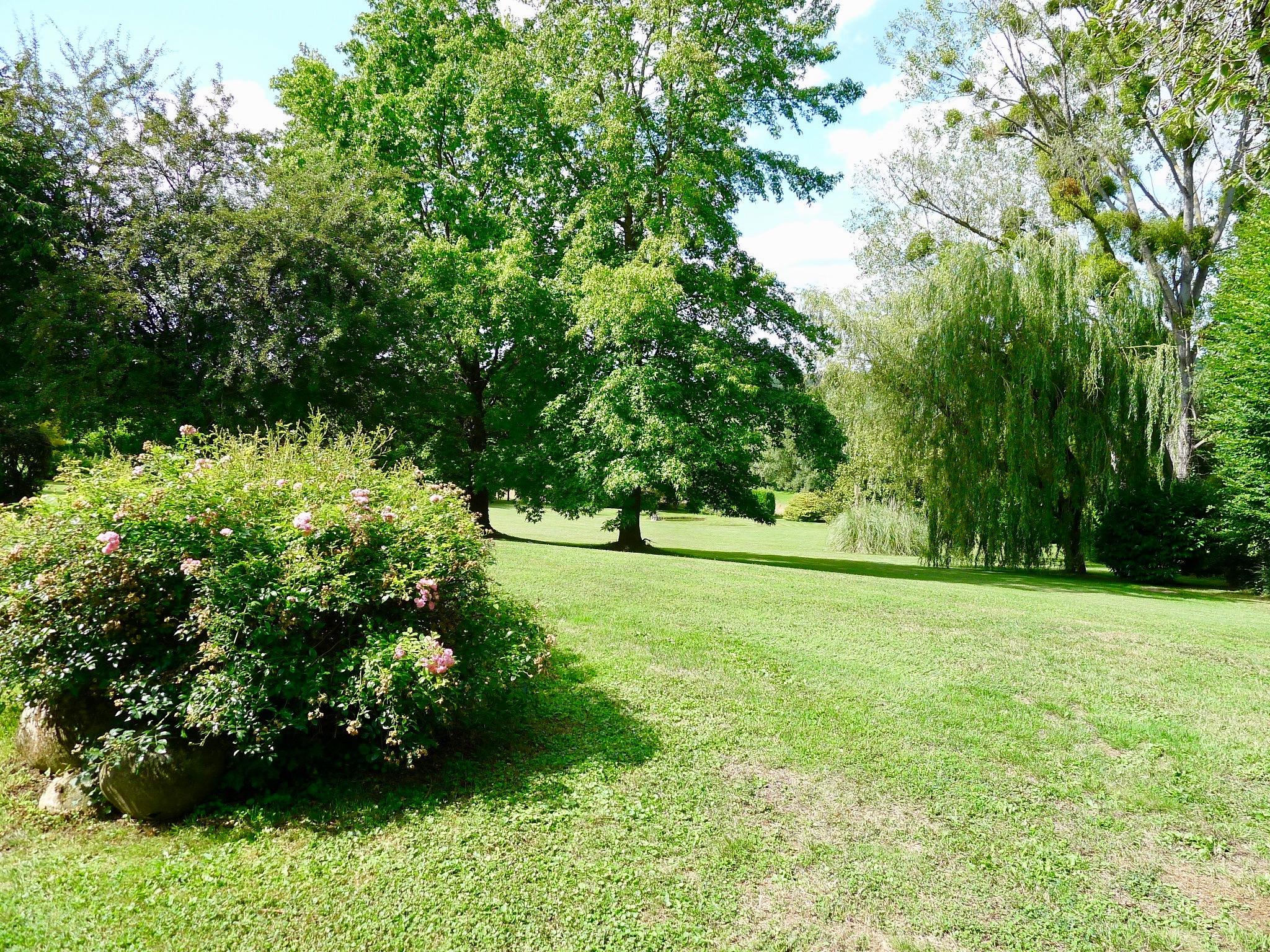 St Nom la Breteche_Garden_view1jpg
