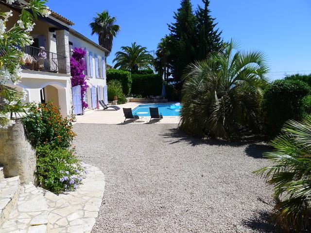 Villa Provence_Poolbereichjpeg