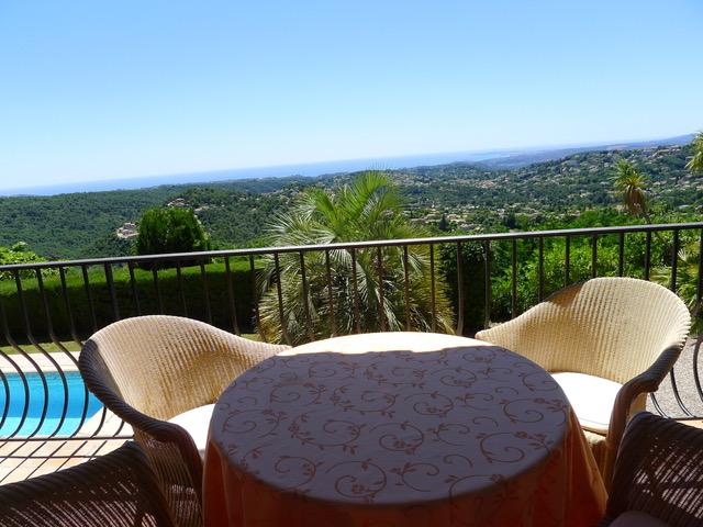 Villa Provence_ Sonnige Plaetze mit BlickJPG